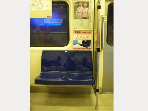老龄化社会来临,有爱心座椅乘坐需求的乘客日渐增加。