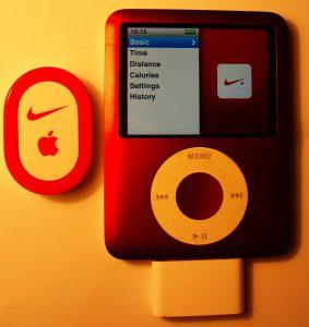 ▲Apple ipod 和 Nike合作推出的 Nike+ (圖片來源)