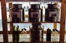 ▲油、醋等液態食品被存放於超市架上的容器中。來源:Mega Vrac