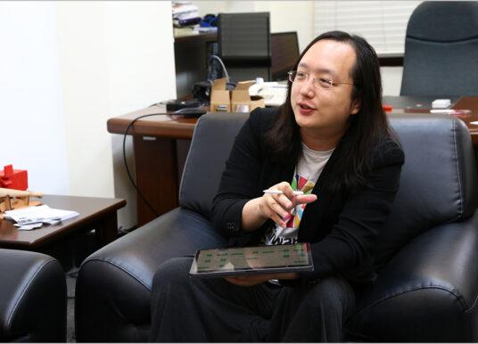 會吵的不一定要糖吃,他可能只是想進廚房一起炒菜──MIX專訪數位政委唐鳳 談社會創新